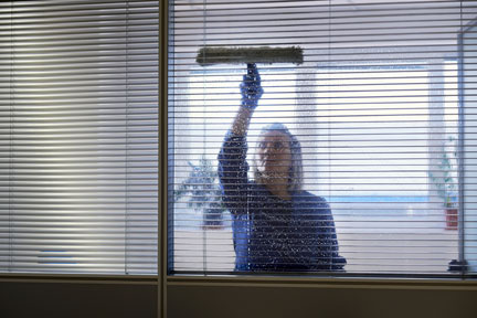 woman-cleaning-windows-image
